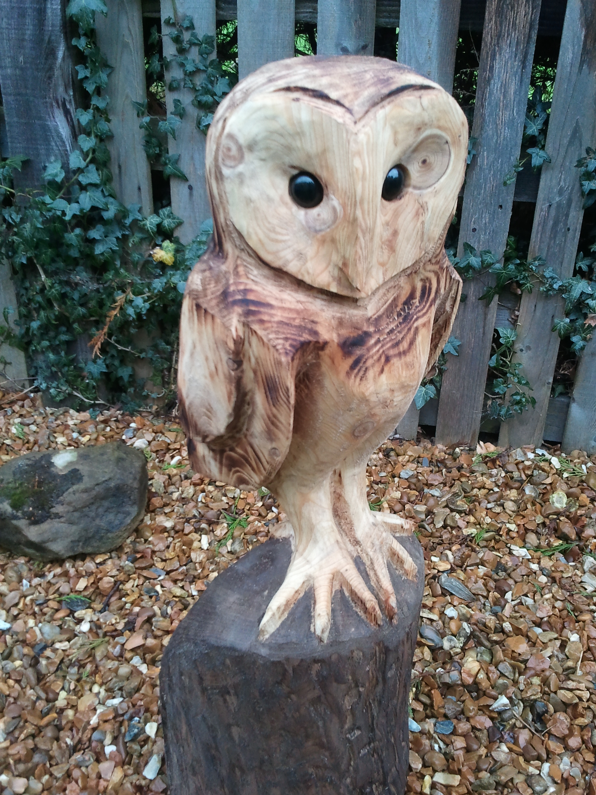 Barn owl white rose chainsaw carving